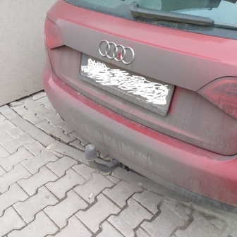 CUMPAR carlig remorcare original , folosit ( sistem ) pt . AUDI A4 B8 2011