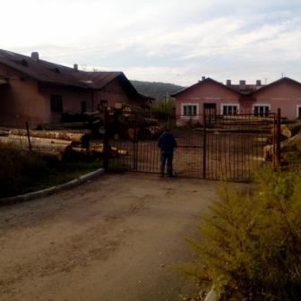 Vand spatii, cladiri, hala industriala dezafectate, la 3 km de Hunedoara