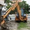 Buldoexcavator CASE 695sm (roti egale)