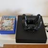 PlayStation 4 Slim, 1 TB, 5 jocuri, 2 controllere cu suport